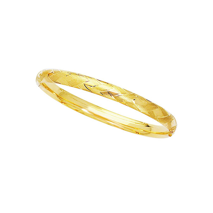 14 Karat Yellow Gold 6.0mm 7 Inch Shiny Textured Sparkle Bangle with Diamond Shape Pattern