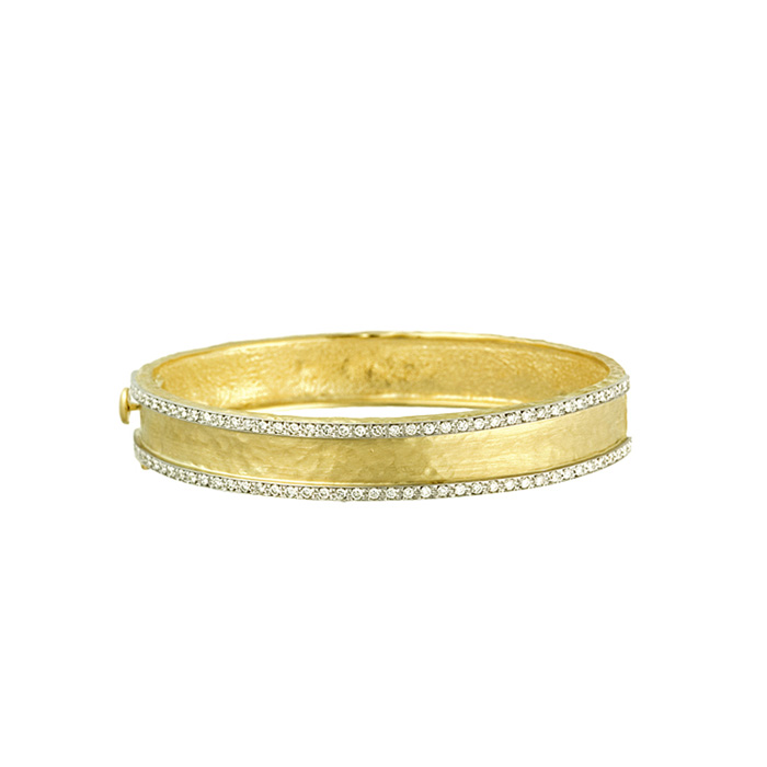 18 Karat Yellow Gold 11.0mm Hammered Finish Bracelet with Diamonds